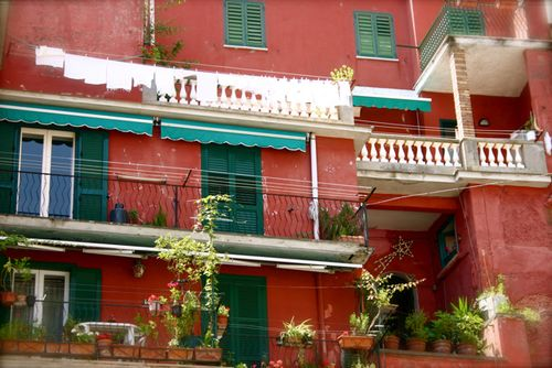 Red house with laundry amalfi