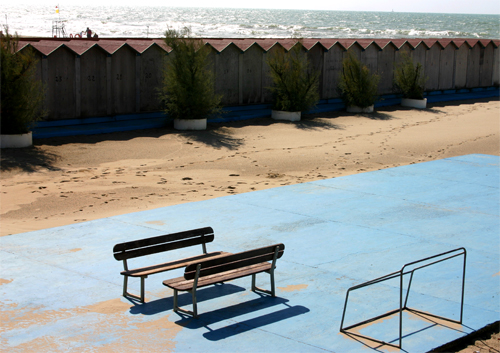 Beach-blue-benches
